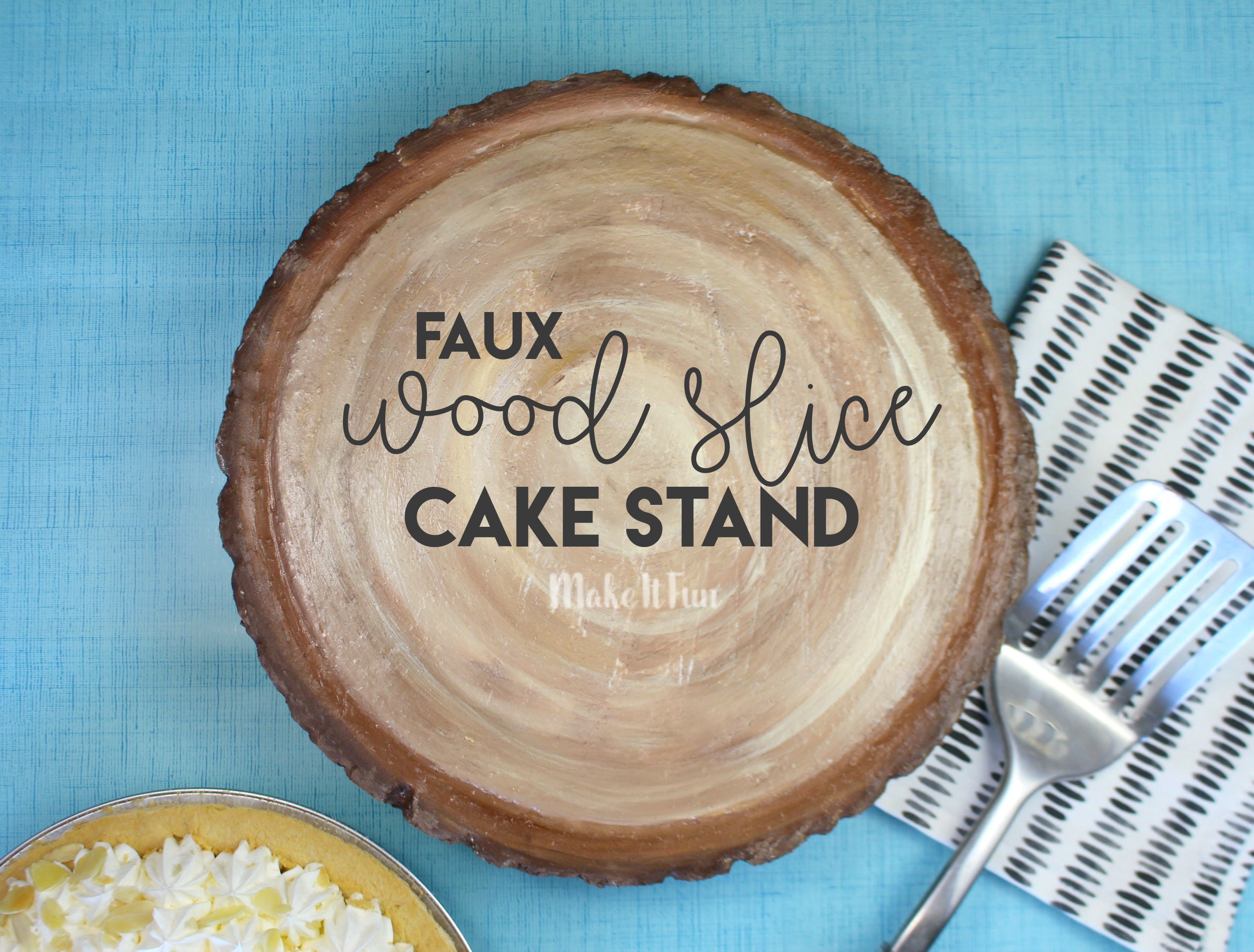faux-wood-slice-cake-stand