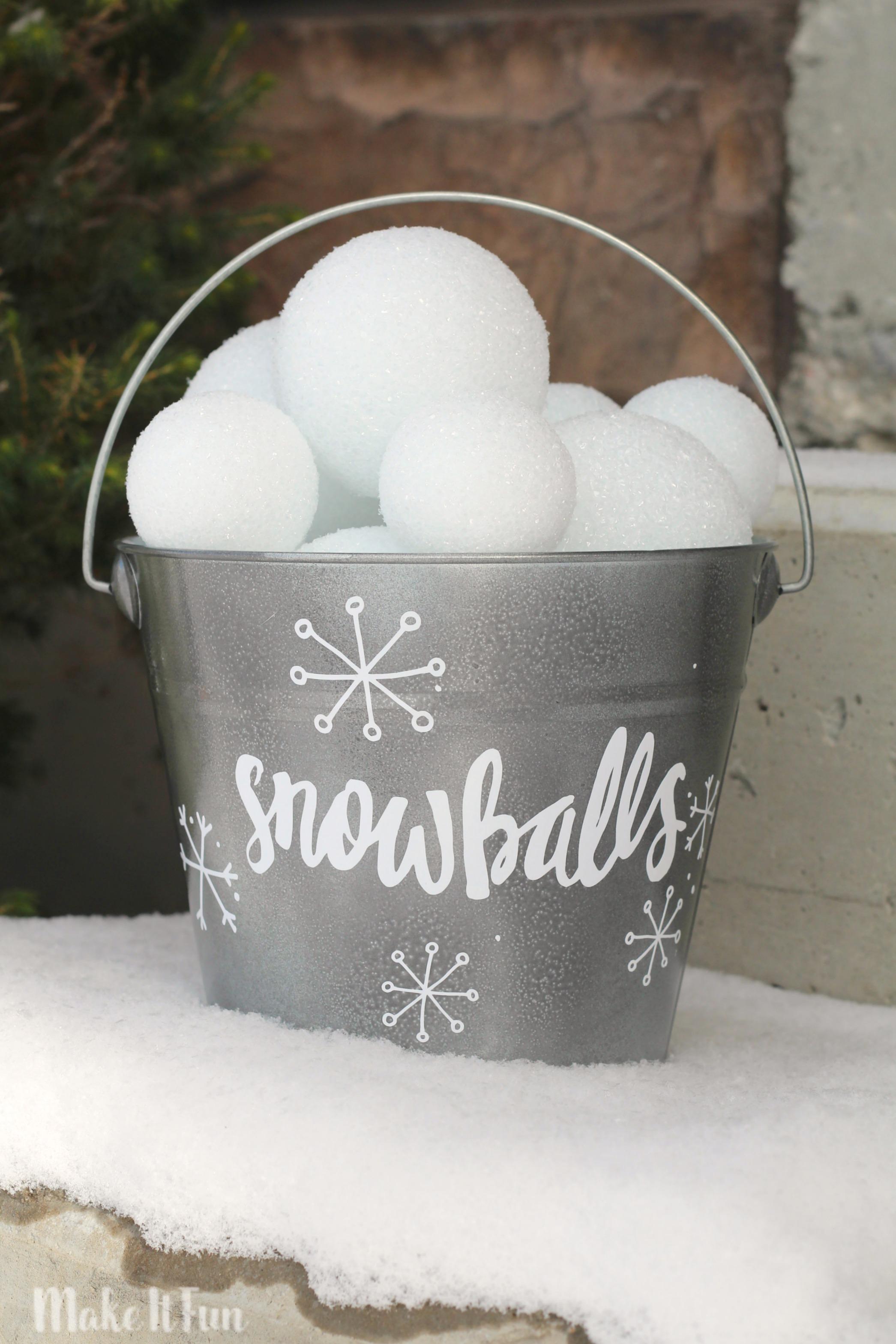 Buddy s Snowball Fight